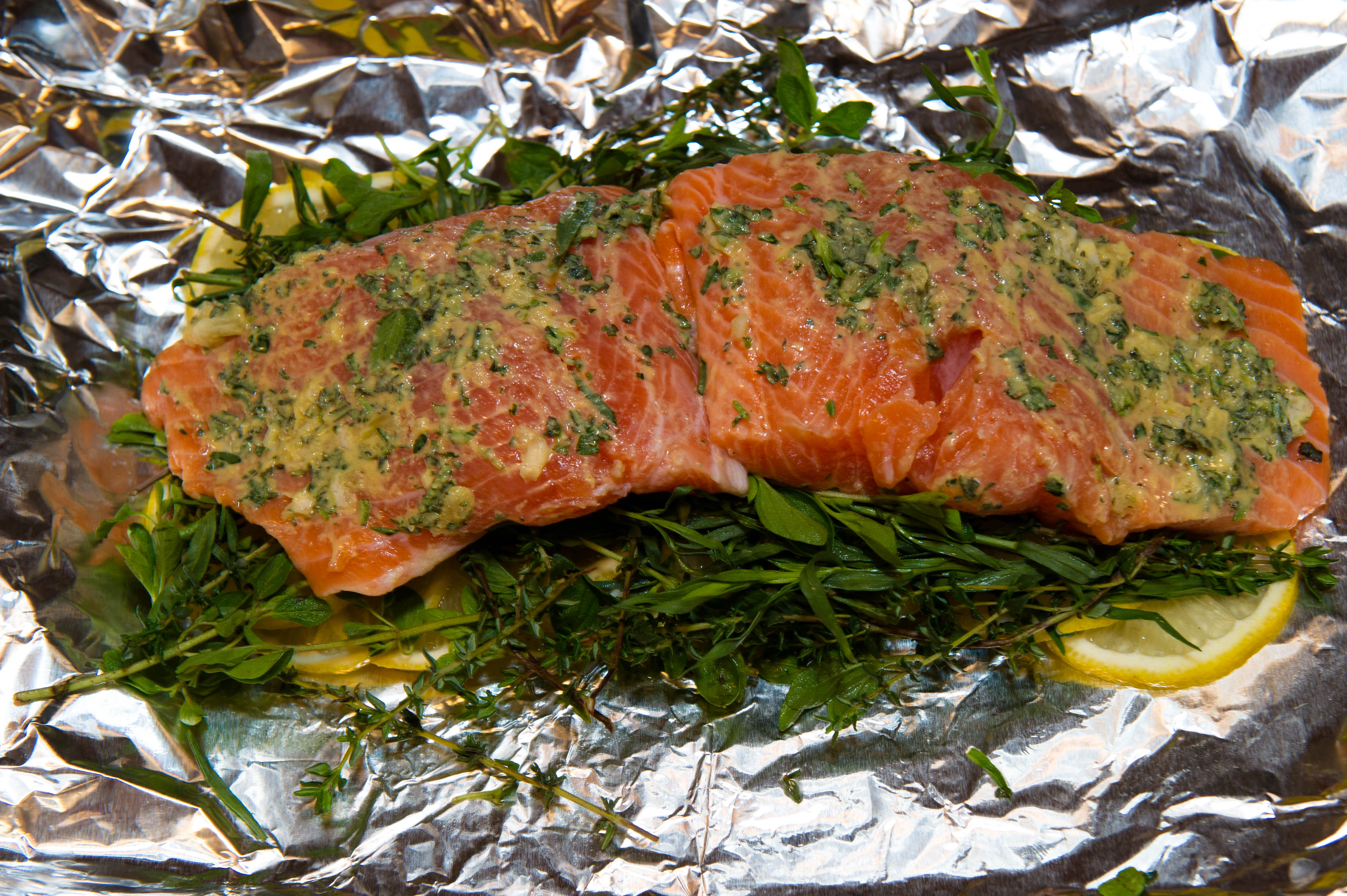 Grilled salmon in foil in oven for Fish in foil in oven